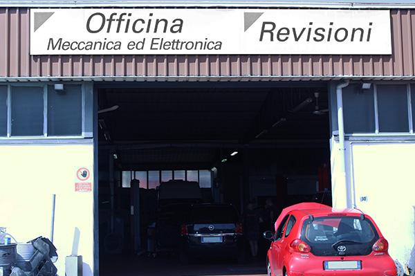 Entrata posteriore portone - Officina Italia Argelato